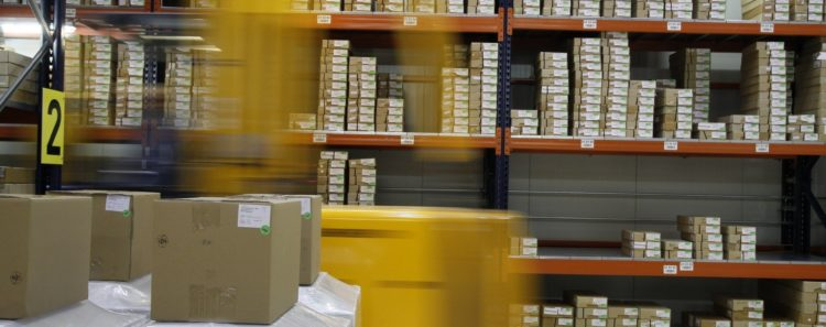 Amazon no infringe marcas ajenas al almacenar productos ofrecidos y vendidos por terceros, según el TJUE